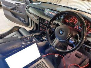 porque se desprograma la computadora de un carro